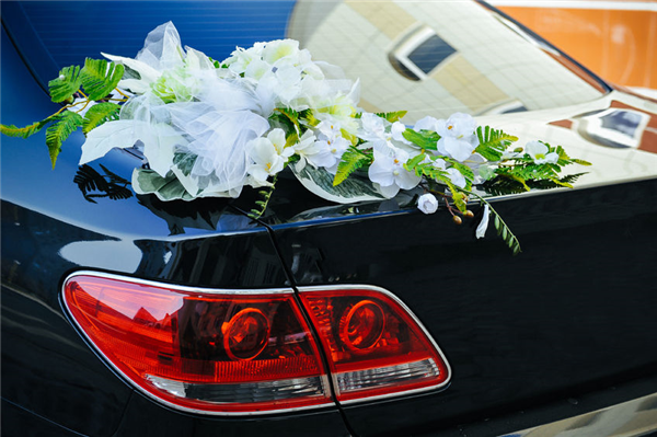 How We Help You Properly Arrange Parking at Your Wedding