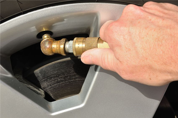 10 Vehicle Maintenance Tips for the Fall